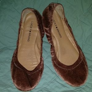 Lucky Brand Emmie Flats in Sable red brown velvet
